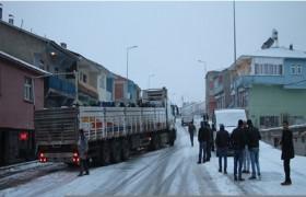 KARLIOVA'DA ZİNCİRLEME TRAFİK KAZASI